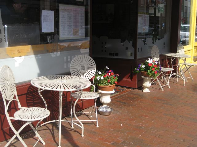 Portsmouth restaurant waiting for customers - human and canine.